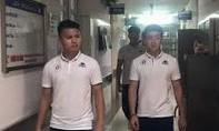Quang Hải và đồng đội đến thăm nữ CĐV bị thương do pháo sáng
