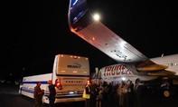 Xe buýt va chạm với máy bay chở Thủ tướng Canada