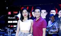 Lệ Quyên đẹp rạng rỡ đến tập cho liveshow của Quang Hà