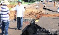 Đường 250 tỷ tan tành như trong phim... thảm họa thiên nhiên