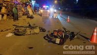 Sau tiếng động lớn, 5 người nằm la liệt, 3 xe máy bể nát