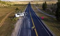 Xe du lịch đâm vào hàng rào ở Mỹ, 4 du khách Trung Quốc tử nạn