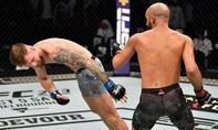 Clip võ sĩ tung cú đấm khiến đối thủ bất động