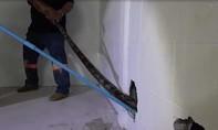 """Clip đập tường bắt trăn """"khủng"""" chui vào nhà"""
