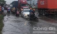 Tránh vũng nước trên đường, một người bị xe container cán tử vong