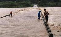 Nhiều vùng ở Quảng Trị ngập nặng, chia cắt do mưa lũ