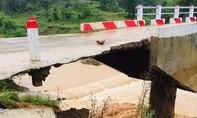 Quảng Trị: Lũ lụt nhiều nơi bị cô lập, đường Hồ Chí Minh sạt lở