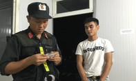 Mang theo ma túy đi chơi lễ, bị Cảnh sát giao thông tóm gọn