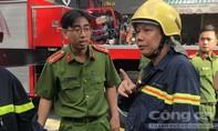 Cảnh sát PCCC cứu người phụ nữ mang thai kẹt trong biển lửa