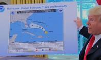 """Nói """"hớ"""" về siêu bão Dorian, Trump trưng bản đồ sai lệch để """"chữa cháy"""""""