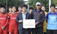 Hội Nhà báo TP.HCM tặng 400 triệu đồng cho ĐT bóng đá nữ Việt Nam