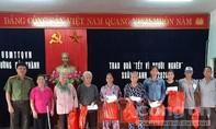 Báo Công an TPHCM trao quà Tết đến bà con Quảng Bình