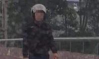 Bắt kẻ ép xe máy chém gục người phụ nữ đang chở con