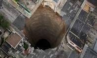 Clip điều gì xảy ra nếu đào đường hầm xuyên tâm trái đất