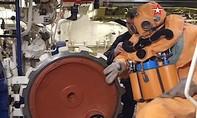 Clip thủy thủ tàu ngầm hạt nhân Nga tập thoát hiểm