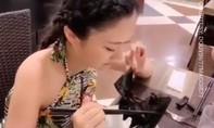 Clip cô gái Trung Quốc ăn súp dơi nghi lây nhiễm virus corona gây sốc