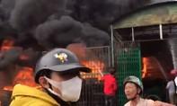 Chủ về quê ăn Tết, xưởng lốp ô tô bốc cháy dữ dội