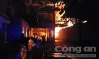 Cháy nhà xưởng ở Củ Chi, lửa sáng cả một góc trời