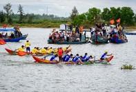 Sôi động lễ hội đua thuyền xuất quân khai thác hải sản đầu năm