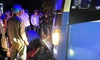 Xe giường nằm chở khách về Sài Gòn tông xe máy, 3 người tử nạn
