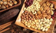 Phụ huynh cẩn trọng khi cho trẻ ăn các loại hạt ngày Tết