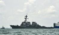 """Tàu khu trục Mỹ USS John McCain đi qua Biển Đông, Trung Quốc """"nổi đóa"""""""