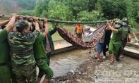 Vụ sạt lở ở Rào Trăng: Cứu được 19 người, đưa thi thể đầu tiên ra ngoài