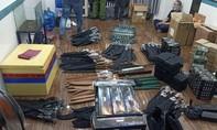 """TPHCM: Phá đường dây mua bán công cụ hỗ trợ, vũ khí thô sơ """"khủng"""""""