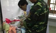 """Giúp sản phụ ở Quảng Trị """"vượt cạn"""" thành công trong mưa lũ"""