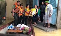 Báo Công an TPHCM chuyển đợt hàng cứu trợ đầu tiên đến miền Trung