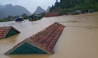 Gần 90.000 nhà dân ngập sâu trong mưa lũ lịch sử, Quảng Bình hoãn đại hội Đảng