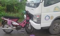 Xe máy găm vào đầu xe tải, 2 vợ chồng tử vong