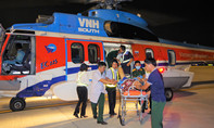 Trực thăng đưa 2 quân nhân gặp nạn nguy kịch từ Trường Sa về điều trị