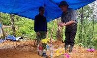 Bí thư Quảng Nam đến chia sẻ, động viên người dân, lực lượng cứu hộ ở Trà Leng