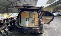 Truy đuổi ô tô chở lượng lớn thuốc lá nghi lậu, bỏ chạy sau khi gặp tai nạn