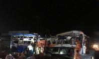 Một người tử vong, 18 người bị thương sau tai nạn xe khách và xe tải