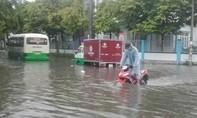Mưa lớn, nhiều tuyến đường ở TP Tam Kỳ ngập nặng