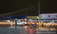 Bình Dương: 2 người đi xe máy sụp ổ gà té ra đường, bị xe container cán tử vong