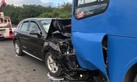 Xế hộp Audi Q5 đối đầu xe buýt, nhiều hành khách la hét hoảng loạn