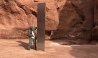 Cột kim loại bí ẩn xuất hiện giữa sa mạc Mỹ