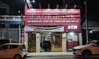 Truy bắt thanh niên bịt mặt xông vào ngân hàng đe doạ cướp tiền
