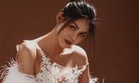 Hoa hậu Kim Nguyên nóng bỏng với váy xuyên thấu