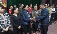 Báo Công an TPHCM trao 400 phần quà cho người dân vùng lũ ở Hà Tĩnh