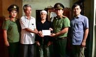 Báo Công an TPHCM và nhà tài trợ tiếp tục trao qùa tại miền Trung