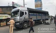 Đi thuê luật sư bào chữa cho con, hai vợ chồng bị xe tải tông thương vong ở Sài Gòn