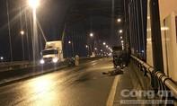 TPHCM: Phát hiện thi thể một niên trên cầu Phú Hữu trong cơn mưa lớn