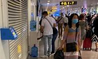 Sân bay đã trang bị nước và ly nhựa miễn phí cho hành khách
