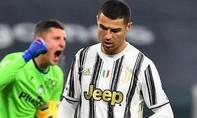 Clip Ronaldo đá hỏng phạt đền, Juventus bị chia điểm