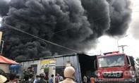 Xưởng nhựa xốp phát nổ, cháy lan qua xưởng gỗ lúc giữa trưa