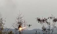 Clip dùng drone phun lửa diệt những tổ ong vò vẽ lớn